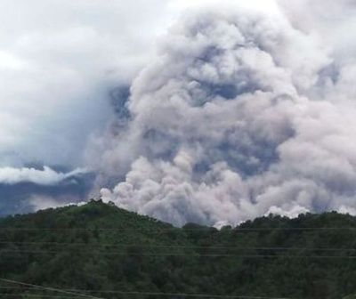 Declaran alerta naranja por violenta erupción de volcán de Fuego en Guatemala