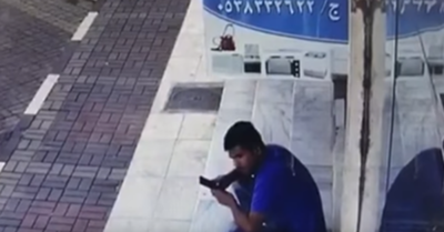 VIDEO: Pierde la vida joven que miraba su celular en el lugar equivocado.