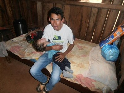 Padre de un bebé discapacitado pide ayuda