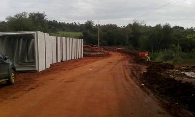 Realizan mejoras en caminos vecinales en tres departamentos
