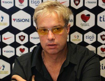 Cardozo desea jugar en Cerro, ganar plata y cuidar su negocio