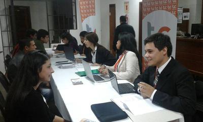 Más de 1.000 personas participaron de la Feria de Empleo en la UNE