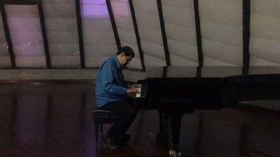 Maduro sacude las redes sociales tocando el piano