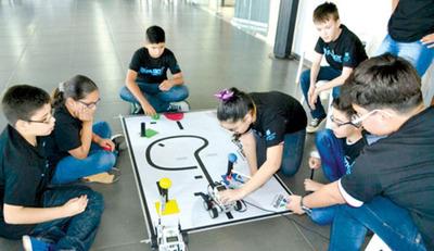 Creatividad e ingenio en torneo de robótica