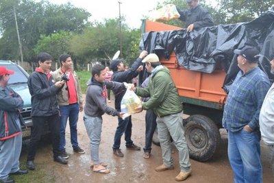 Yacyretá entrega víveres a familias de Villa Florida