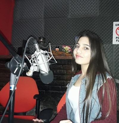 La niña del tren:  Si no estudia, no canta