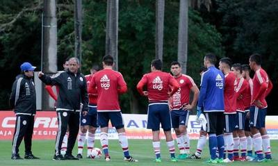 La Albirroja parte hoy a Francia para duelo amistoso internacional