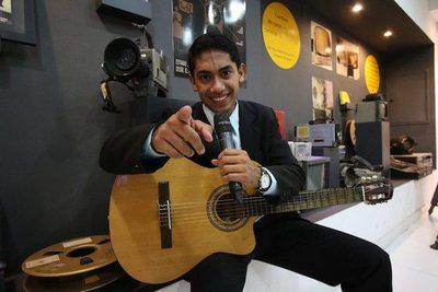 """""""El micrófono y la guitarra son mis compañeros diarios"""""""