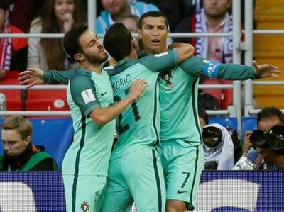 Portugal festeja ante el local