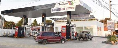 """ANR y Petropar consuman trato """"mau"""" y habilitan gasolinera en seccional"""