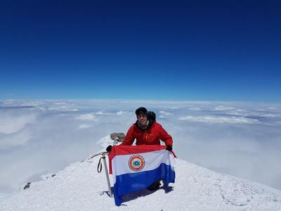 Alpinista paraguayo alcanzó la cima del Elbrús en Rusia