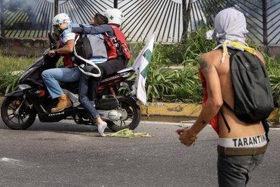 Muere baleado un joven durante protesta opositora en Venezuela