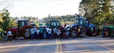 Productores retiran tractores, pero avisan que no aceptarán chantajes