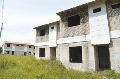Familias  estafadas temen perder sus casas en Limpio