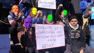 Manifestantes piden liberación de Patrón