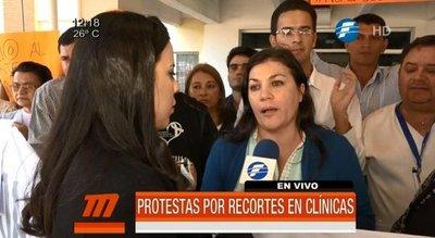Anuncian huelga en Clínicas ante recorte