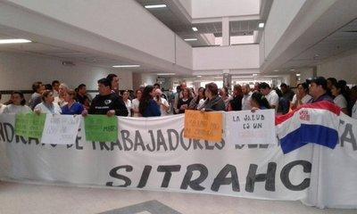 Manifestación contra recorte presupuestario en Clínicas