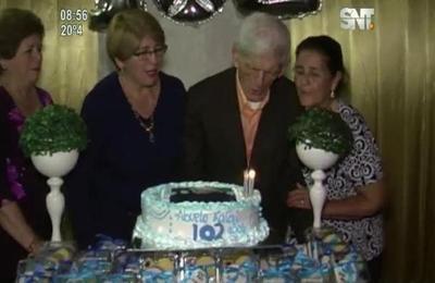 Excombatiente cumple 102 años