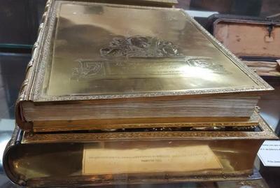 Preservarán libro de oro en el Archivo Nacional