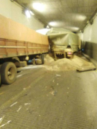 Choque entre ocho vehículos en el túnel Semidei