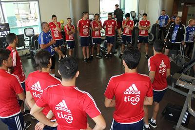 Paraguay mide a México pensando en las eliminatorias