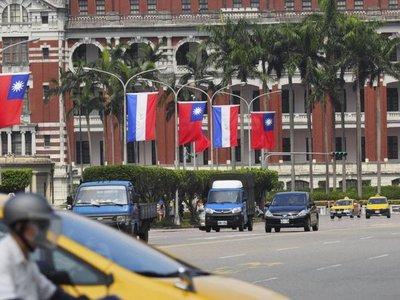 Cartes visita Taiwán para atraer inversiones