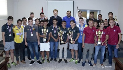 Juveniles fueron premiados por la Asociación Paraguaya