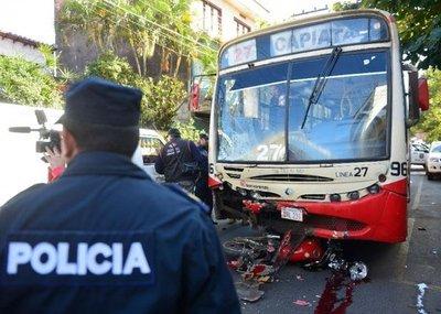 Bus de la Línea 27 atropella y mata a dos motociclistas