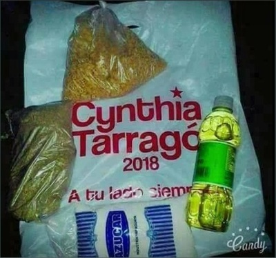 Critican a la diputada Cynthia Tarragó por repartir víveres