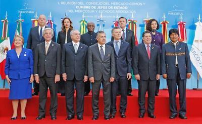 Cartes abogó por el libre tránsito en el Mercosur