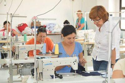 Varios cursos de rápida salida laboral para sector de confecciones