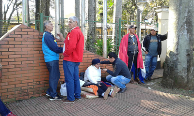 Exfuncionarios piden pago de indemnización a comuna esteña