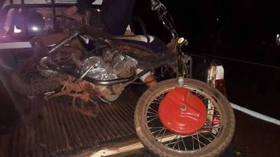 DOS JÓVENES GRAVEMENTE HERIDOS TRAS CHOCAR CON SU MOTOCICLETA EN NATALIO.