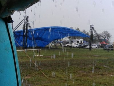 Temporal derriba carpa en Rally de Acosta Ñu
