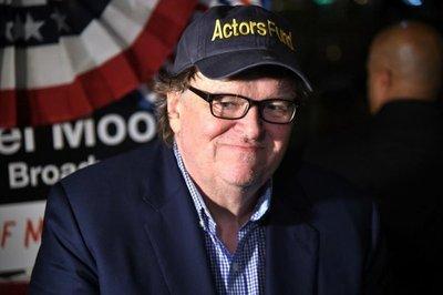 Michael Moore inicia protesta frente a Trump Tower