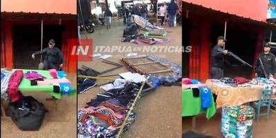 GUARDIAS TUMBAN A PATADAS MESITAS EN EL CIRCUITO COMERCIAL