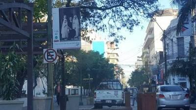 El gran Roa Bastos copa las calles de Asunción