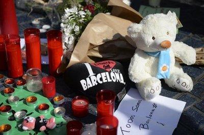 Buscan a presunto autor del atentado de Barcelona
