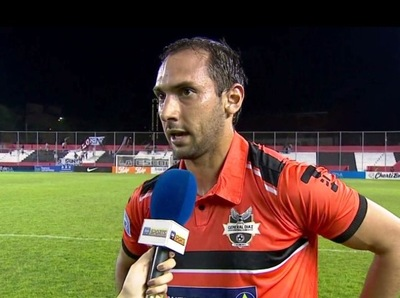 Julio Santa Cruz fue la figura del partido