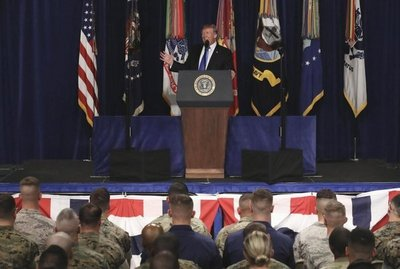 Trump prevé enviar más soldados a Afganistán y presiona a Pakistán