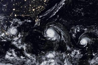 Tres ciclones mantienen en vilo a Florida, Antillas y el Caribe mexicano