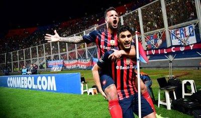San Lorenzo vence a Lanús y da un paso a la semifinal