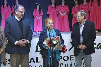 Distinguen a Raquel Chaves en Festival de Poesía