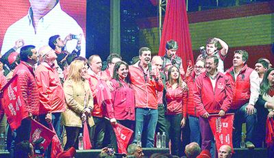 """""""Santi"""" destaca a dirigencia de base en inauguración de PC de Barreto"""
