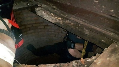 Rescatan a niño que cayó a un pozo