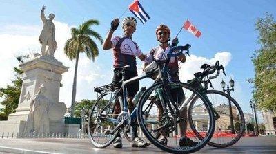 Cubano y canadiense viajarán 600 km en bicicleta hasta tumba de Fidel Castro