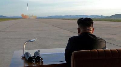 """Trump se burla de Kim Jong-un llamándole de """"hombre cohete"""""""