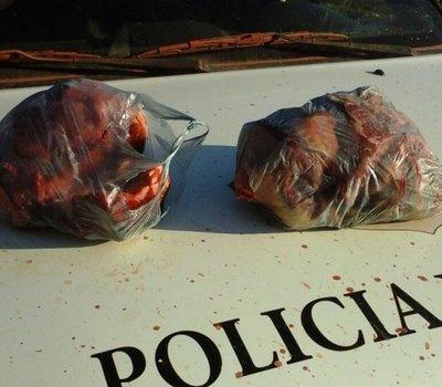 Usaron ambulancia para transportar carne robada
