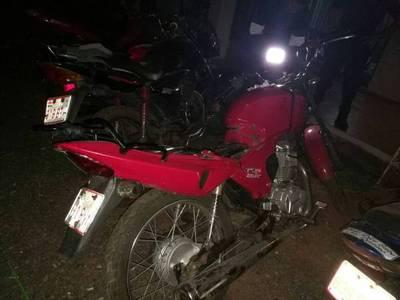 Vecinos y perro atrapan a ladrones de moto