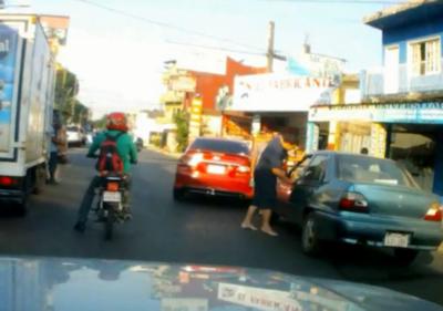 'Loco del volante': buscan al iracundo conductor que agrede al que se le cruza